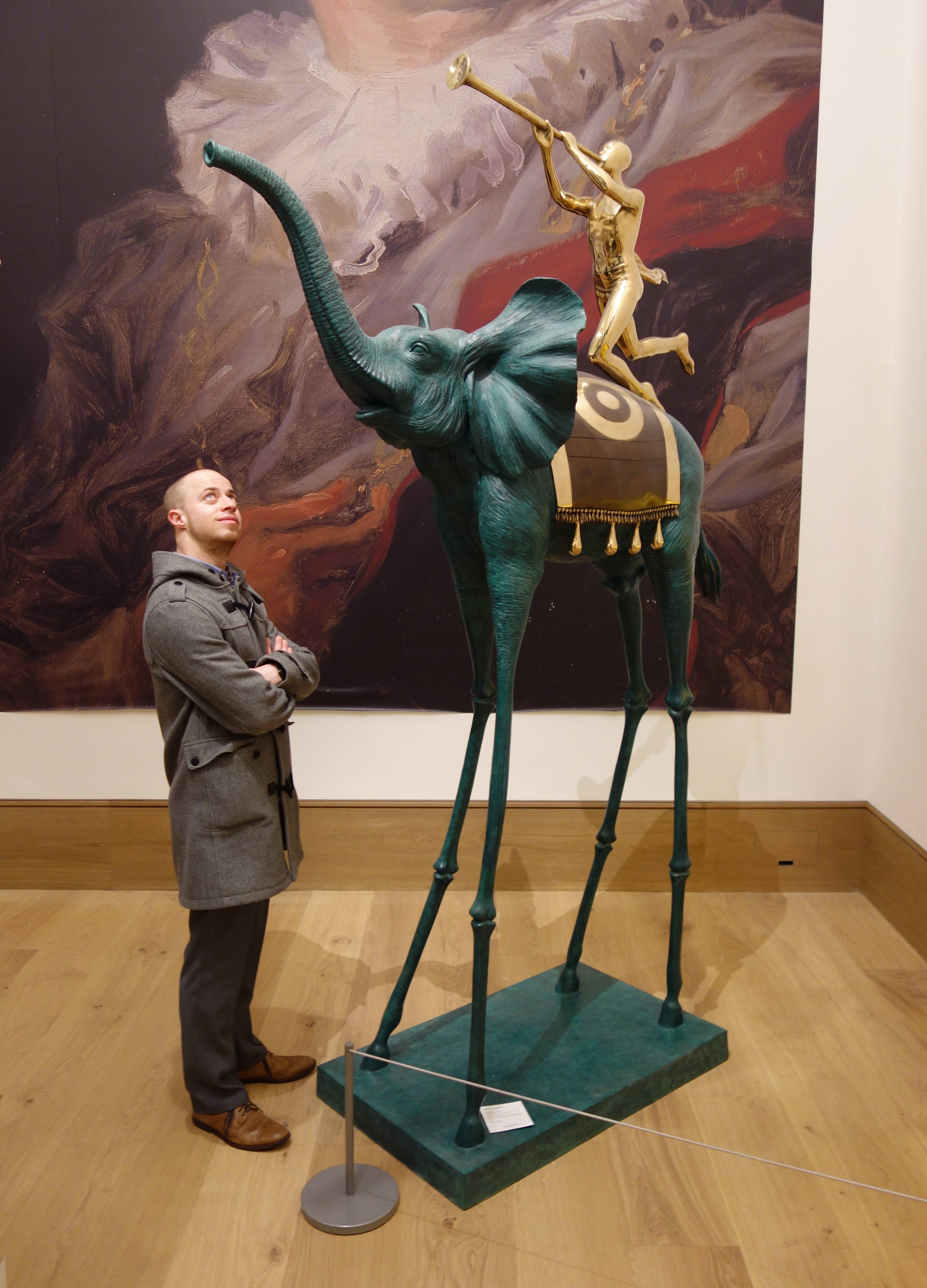 Большой, бронзовый, зелёный, с золотым ангелом на спине - Триумфальный Слон. Наш Слон!